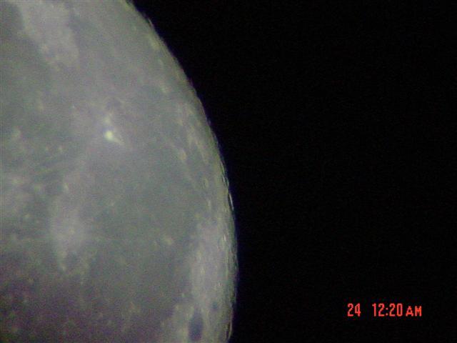 初めて撮った月の写真
